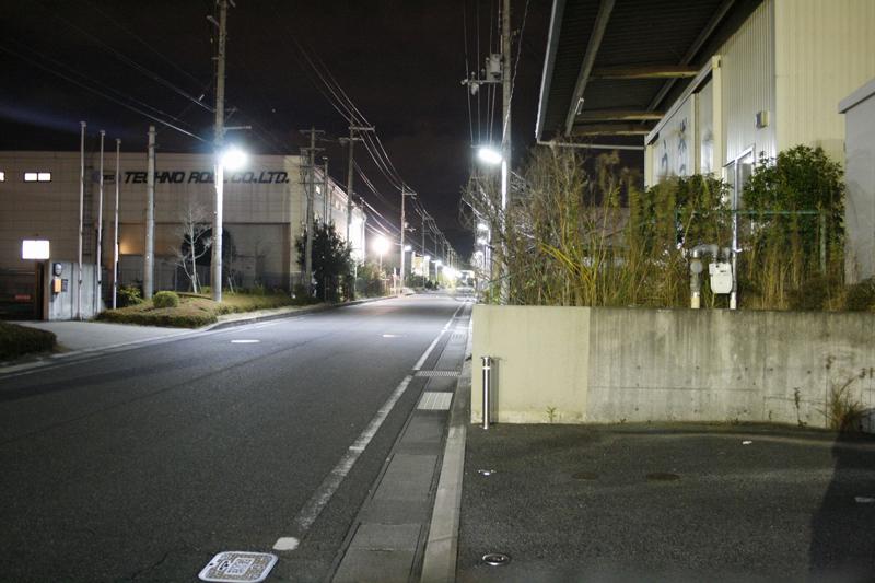 LED防犯灯に変更された敷地内