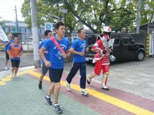 泉大津消防に向かって走る消防職員とケスンジャー